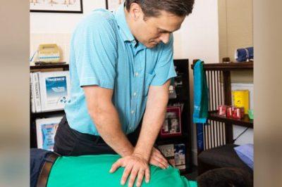 doctor-adjusting-spine